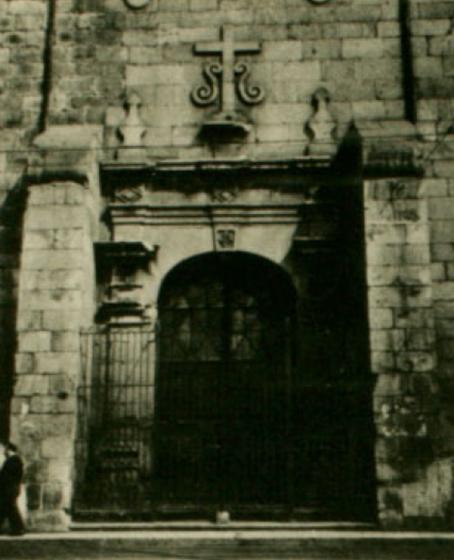 Puerta lateral. En: Pereira, Eugenio. 1965. Historia del Arte en el Reino de Chile. Ediciones de la Universidad de Chile. Santiago, Chile.